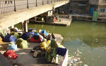 Afghan_refugees,_living_on_the_Canal_Saint_Martin,_underneath_a_bridge